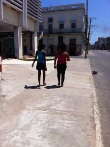 Cubanezii iau viata a la legere. FOTO: ANDREI CRĂCIUN