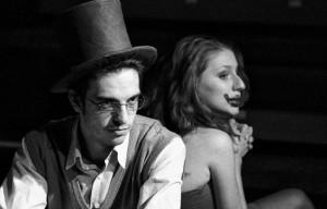 """Aspect din spectacolul """"Cui i-e frică de Virginia Woolf?"""". FOTO: ZIARUL METROPOLIS"""