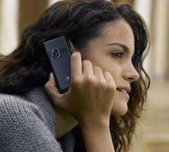 Cetățeancă vorbind la telefon. FOTO: www.ziare.com