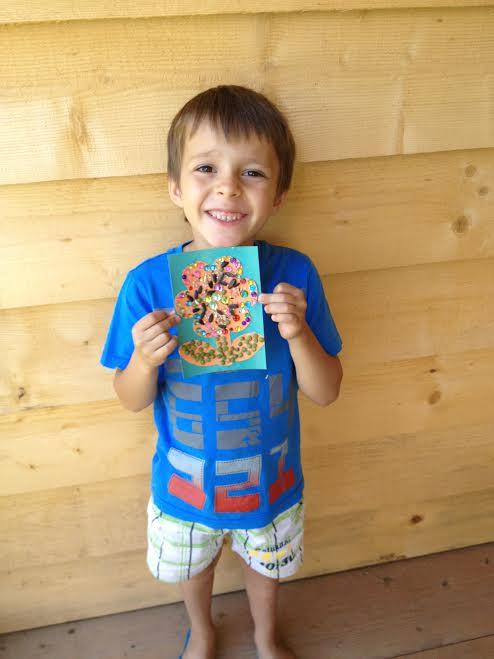 Andrei mic și mereu cu zâmbetul pe buze. Credit foto: ANA ȘI COPIII
